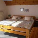 schlafzimmer-mit-grossem-balkon